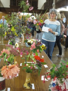 "Fran Alderson with her vase of mixed flowers won ""Best in Show"""